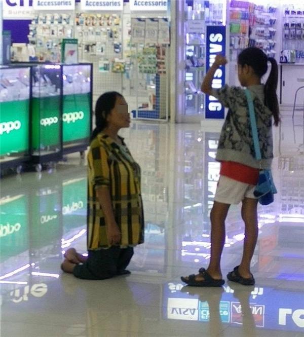 Nhiều cư dân mạng Thái Lan đã lên án hành động của đứa con gái 15 tuổi.