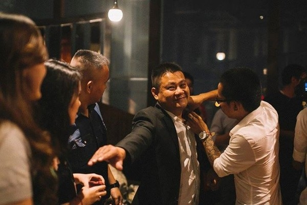 Phát ghen với màn cầu hôn sang trọng của cặp đôi Sài thành