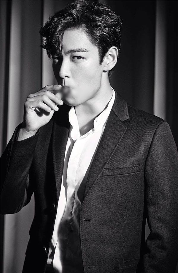 Fan của T.O.P (Big Bang) chắc hẳn cũng không xa lạ với hình ảnh phì phèo điếu thuốc trên tay của anh. Đây cũng chính là lí do người hâm mộ luôn lo lắng cho tình trạng sức khỏe của nam thần tượng.