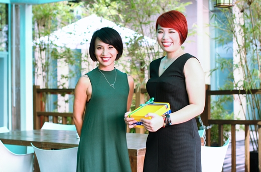 Không biết nhà thiết kế Lê Thanh Hòa, nhà tạo mẫu tóc Sandrine Nguyễn và chuyên viên trang điểm Tùng Châu đã làm gì để giúp Ngọc Hân có được diện mạo cực kì xinh đẹp như thế này nhỉ?