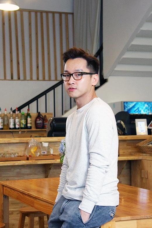 Bắt tay trong lĩnh vực sáng tạo, sau đó viết blog thời trang, cuối cùng chọn nghề làm bánh, để hiện tại, Yun Lukas được mọi người biết đến như một hot blogger về bánh, chủ nhân của tiệm bánh xinh xắn, người dạy làm bánh cho nhiều bạn trẻ và tác giả của những cuốn sách gây sốt trong giới ẩm thực.