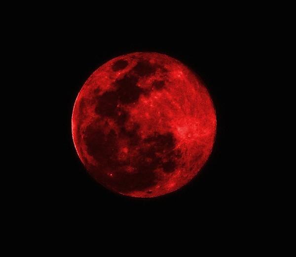 Mặt trăng máu thứ tư đã xuất hiện nhưng không thấy có dấu hiệu tận thế