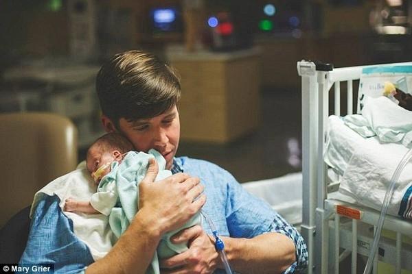 Vào ngày 24 tháng 9, Jack chào đời trong một ca đẻ mổ khẩn cấp. Jack được đưa thẳng đến phòng chăm sóc sơ sinh đặc biệt.