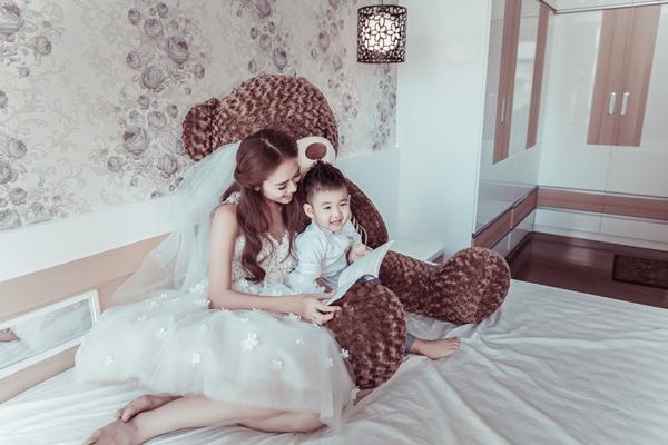 Sau cuộc hôn nhân đổ vỡ, giờ đây cô tìm thấy bình yên bên bé Minh Khang. - Tin sao Viet - Tin tuc sao Viet - Scandal sao Viet - Tin tuc cua Sao - Tin cua Sao