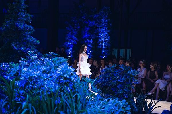 Dù sở hữu chiều cao khá khiêm tốn nhưng Thanh Vy vẫnvượt qua nhiều đối thủ nặng kí để góp mặt trong một vài show diễn của Tuần lễ thời trang quốc tế Việt Nam.