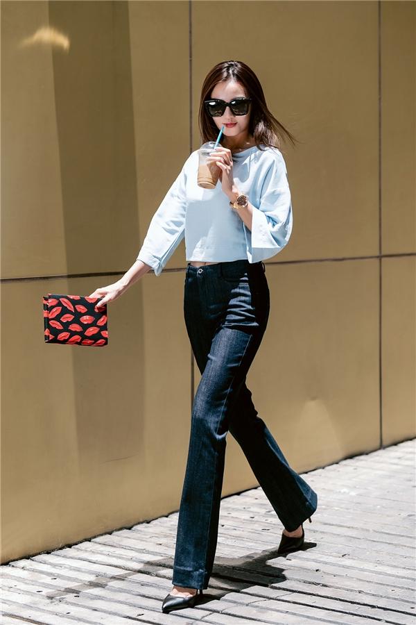 Thời trang dạo phố đa sắc màu đầy thu hút của Ninh Dương Lan Ngọc