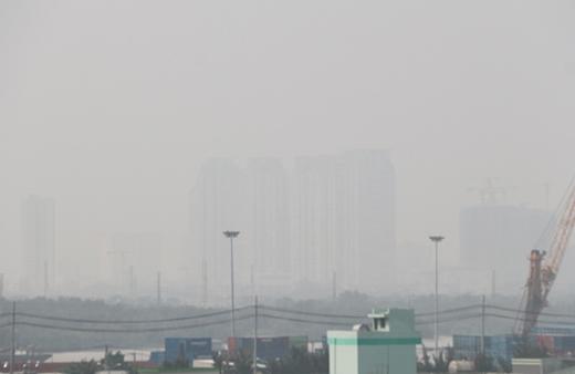 Mù khô bao phủ TP HCM những ngày qua. Ảnh: Hữu Công