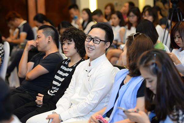 Trung Quân Idol và Tiên Tiên cũng có mặt trong buổi họp báo. - Tin sao Viet - Tin tuc sao Viet - Scandal sao Viet - Tin tuc cua Sao - Tin cua Sao