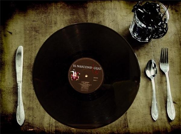 Trong khi ăn sáng, nên nghe nhạc để kích thích đầu óc, làm thư thái tâm hồn. (Nguồn: Internet)