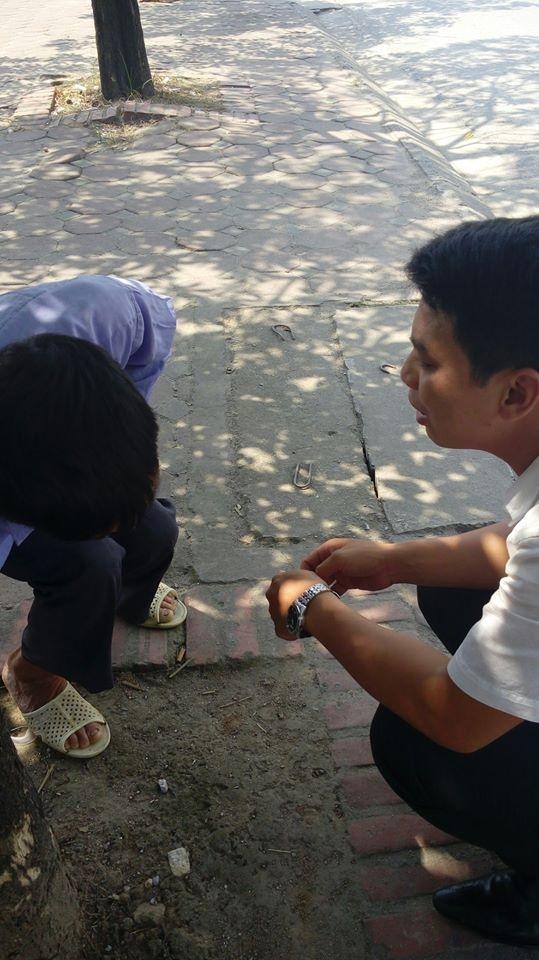 Tranh cãi việc người đàn ông giả bệnh xin tiền xe ở Hà Nội