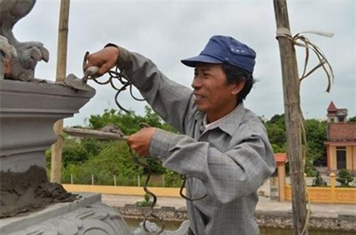 Ông Huyền đã nuôi bộ móng tay này được 35 năm.