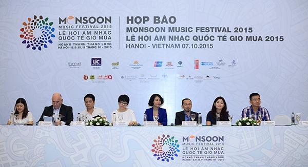 Ngoài ra, nhạc sĩ Quốc Trung còn giới thiệu về Dự án bảo trợ nghệ thuật Monsoon. Đây là một dự án dành cho các nghệ sĩ trẻ Việt Nam có tài năng và khát vọng, biểu diễn mở màn Lễ hội âm nhạc quốc tế Gió mùa hàng năm. - Tin sao Viet - Tin tuc sao Viet - Scandal sao Viet - Tin tuc cua Sao - Tin cua Sao