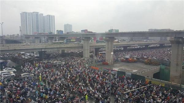 Kẹt xe kinh hoàng tại Hà Nội sáng nay. Ảnh: FB