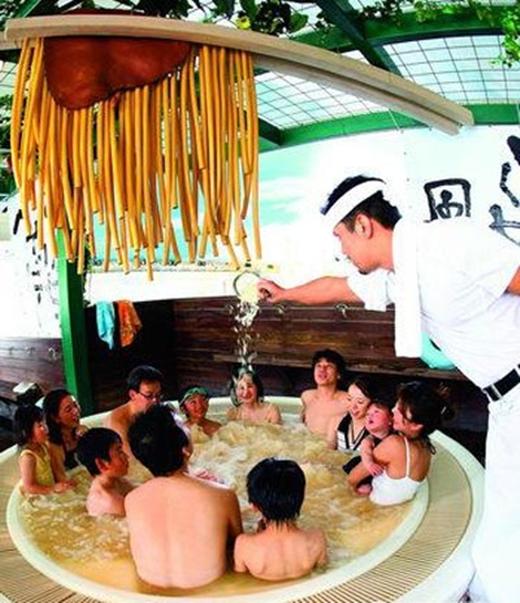 Loại hình tắm chung tại Onsen vẫn được duy trì đến ngày nay. (Ảnh: Internet)