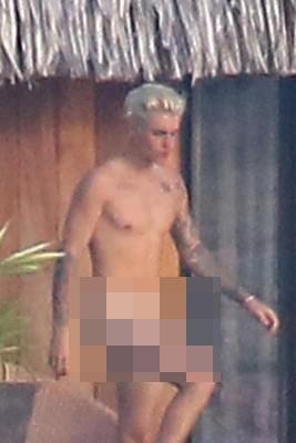 Justin Bieber tự tin khoe trọn cơ thể cùng bạn gái tin đồn