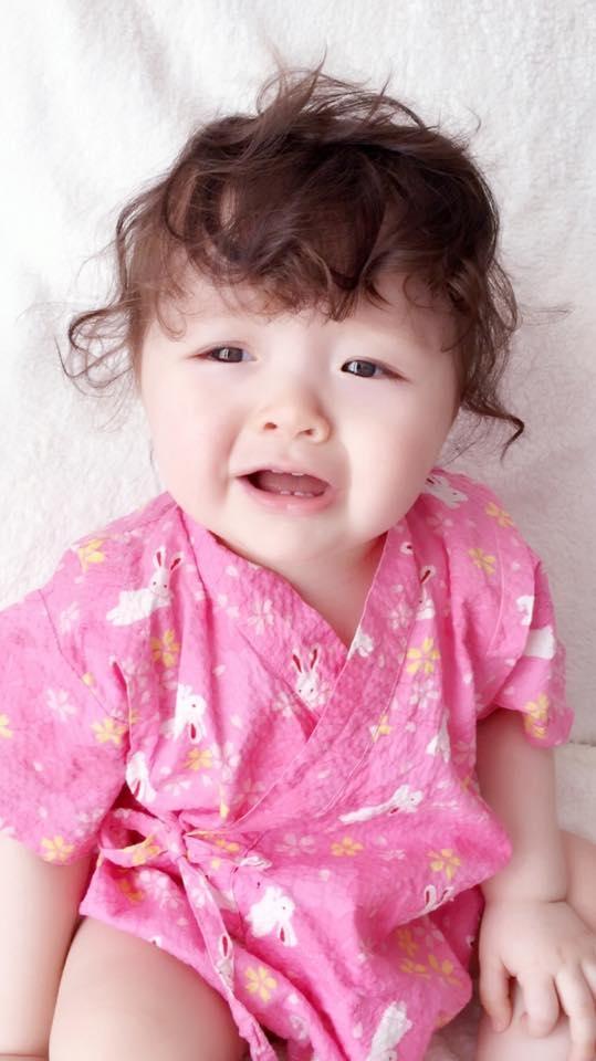Con gái Elly Trần dù mặt buồn thiu vẫn khiến cộng đồng mạng chao đảo