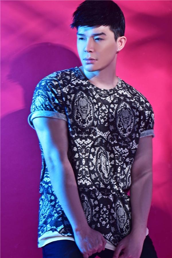 Diện áo phông cực thu hút như Nathan Lee