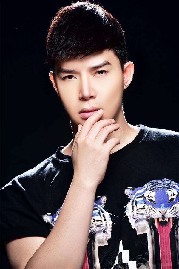 Cận cảnh gương mặt điển trai đầy thu hút của Nathan Lee.Hiện tại, bên cạnh công việc ca hát anh cũng tích cực tham gia các sự kiện trong làng giải trí.