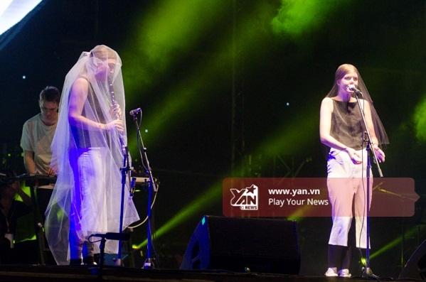 Nhóm nhạc Samaris xuất hiện với phong cách khá ma mị. - Tin sao Viet - Tin tuc sao Viet - Scandal sao Viet - Tin tuc cua Sao - Tin cua Sao