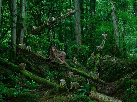 Marina sống với một gia đình khỉ suốt 5 năm cho đến khi vài người thợ săn phát hiện ra cô.