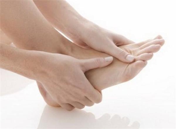 Những dấu hiệu ở bàn chân cho thấy bạn đang ốm