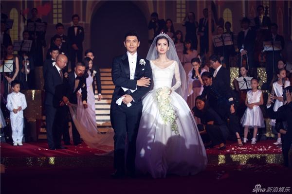Từ khâu chuẩn bị đến lúc tiến hành hôn lễ, cả hai nhân vật chính cùng dàn khách mời đặc biệt luôn thu hút sự quan tâm hàng đầu của truyền thông và công chúng.