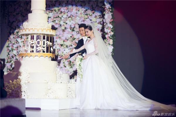 Hoàng tử và công chúa bước ra từ truyện cổ tích có thật.