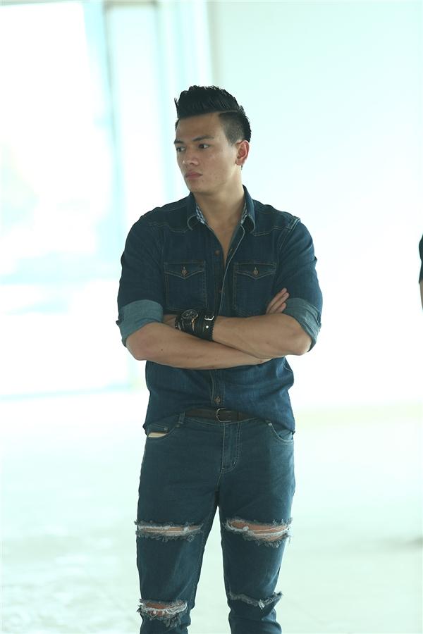 Lê Xuân Tiền - chàng thơ mới của nhà thiết kế Đỗ Mạnh Cường- cũng được chọn trình diễn.