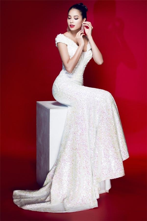 Hoa hậu Phạm Hương - mĩ nhân sinh ra để mặc váy dạ hội