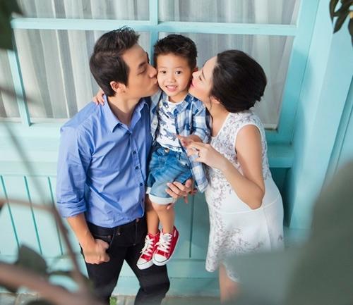 Bà xã Đăng Khôi hạnh phúc nhìn hai con yêu thương nhau - Tin sao Viet - Tin tuc sao Viet - Scandal sao Viet - Tin tuc cua Sao - Tin cua Sao