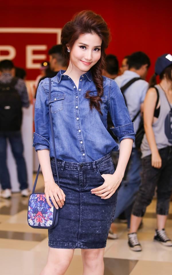 Diễm My 9X lạ mắt với cả cây jeans kết hợp giữa áo denim cùng chân váy bút chì.