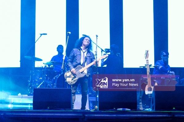 """PAK Band làm không gian như """"nổ tung"""" với hàng loạt cácbản rock vô cùng mạnh mẽ. - Tin sao Viet - Tin tuc sao Viet - Scandal sao Viet - Tin tuc cua Sao - Tin cua Sao"""