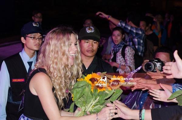Phần trình diễn của Joss Stone là một trong những dấu ấn khó quên của đêm Monsoon Music Festival thứ ba. - Tin sao Viet - Tin tuc sao Viet - Scandal sao Viet - Tin tuc cua Sao - Tin cua Sao