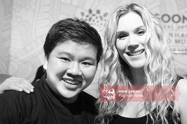 Nhiếp ảnh gia Kim Bánh Trôi Nước may mắn được chụp hình chung với Joss Stone.
