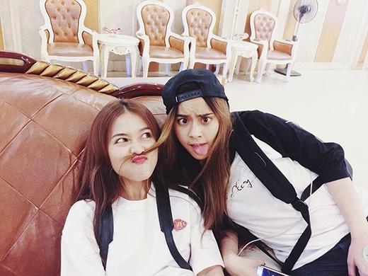 """Nếu đây đúng là Chanya thì showbiz Việt sẽ lần đầu tiên có tình bạn """"vượt biên giới"""" giữa hai hot girl Thái - Việt."""