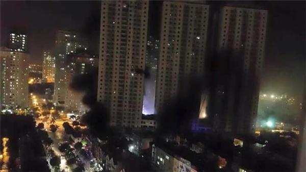 Khoảng 20g ngày 11/10, một vụ hoản hoạn lớn đã xảy ra tại tòaCT4A chung cư Xa La (Hà Đông, Hà Nội) khiến hàng trăm người mắc kẹt ngay bên trong căn hộ của mình. Ảnh: FB