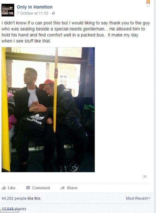 Với gần 45.000 lượt yêu thích và hơn 10.000 lượt chia sẻ trên mạng xã hội, bức ảnh nhận được phản hồi đầy tích cực từ phía cộng đồng mạng. (Ảnh chụp màn hình)