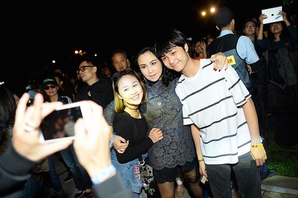 Ca sĩ Thanh Lam cùng hai con đến cổ vũ cho Monsoon 2015. - Tin sao Viet - Tin tuc sao Viet - Scandal sao Viet - Tin tuc cua Sao - Tin cua Sao