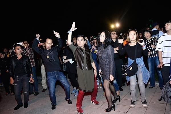 Lê Cát Trọng Lý toát mồ hôi khi đứng trước hàng ngàn khán giả Monsoon - Tin sao Viet - Tin tuc sao Viet - Scandal sao Viet - Tin tuc cua Sao - Tin cua Sao