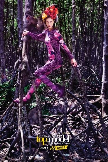 Nỗ lực và đam mê đã từng bước giúp của cô gái 20 tuổi chinh phục các thử thách qua 10 tập phát sóng. Trong thử thách chụp hình với khỉ, tuy không có bức ảnh đẹp nhất, Hương Ly vẫn ghi điểm bởi tinh thần hết mình, không la ó, hoảng sợ như nhiều thí sinh khác.