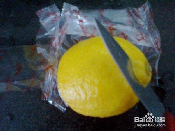 Người phụ nữ này cho biết mục đích mang dao chỉ để gọt hoa quả. (Nguồn: CCTV News)
