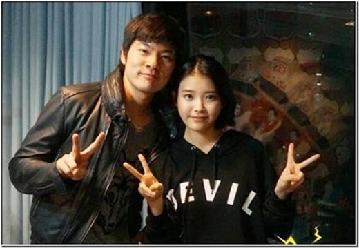 IU và Jang Kiha lần đầu tiên gặp nhau trong chương trình radio.