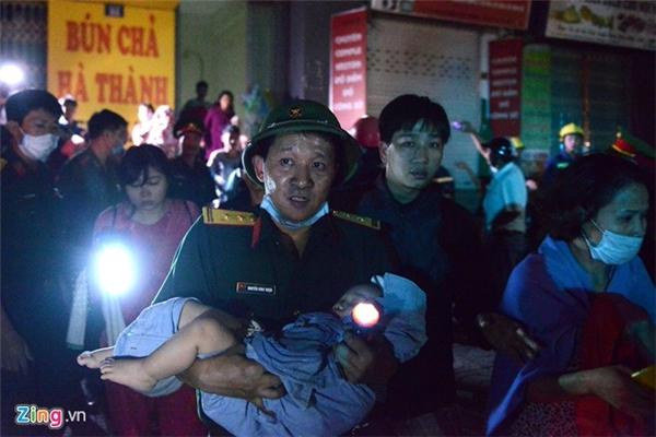 Cháy chung cư: lửa được dập tắt, giải cứu hơn 100 người