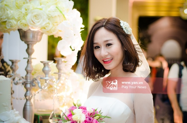Cô dâu Tiên Moonxinh đẹp rạng ngời trong váy cưới. - Tin sao Viet - Tin tuc sao Viet - Scandal sao Viet - Tin tuc cua Sao - Tin cua Sao