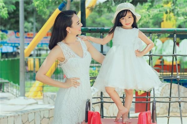Hoa hậu từng chia sẻ, đối với cô, tình cảm gia đình luôn là điều quý giá nhất. - Tin sao Viet - Tin tuc sao Viet - Scandal sao Viet - Tin tuc cua Sao - Tin cua Sao