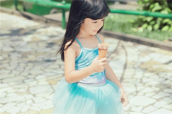 Con gái Chiko của Ngọc Diễm rất ngoan ngoãn nhưng cũng hiếu động, lém lỉnh. - Tin sao Viet - Tin tuc sao Viet - Scandal sao Viet - Tin tuc cua Sao - Tin cua Sao