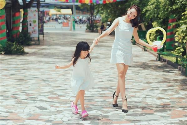 Không chỉ chăm lo cho con gái tham gia các hoạt động vui chơi ngoại khóa, Ngọc Diễm còn rất quan tâm tới việc giúp con phát triển toàn diện về nhân cách và năng khiếu. - Tin sao Viet - Tin tuc sao Viet - Scandal sao Viet - Tin tuc cua Sao - Tin cua Sao