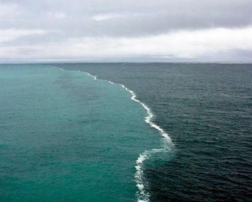 """""""Lác mắt"""" trước cảnh tách đôi – hợp nhất kì lạ của biển"""