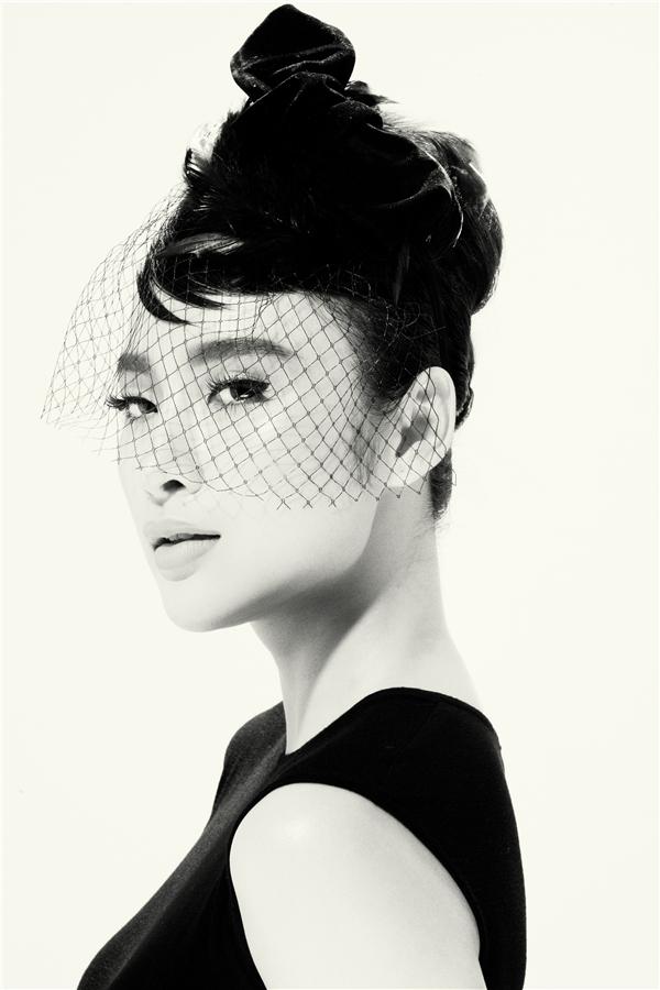 Angela Phương Trinh quyến rũ, thu hút với tạo hình cổ điển