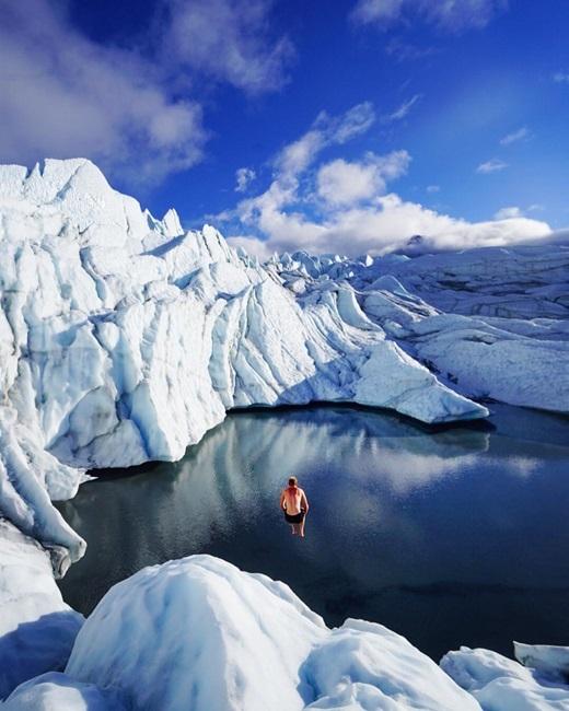 Có ai muốn được đến chơisông băng Matanuska, Alaska như anh chàng này?(Nguồn IG @everchanginghorizon)
